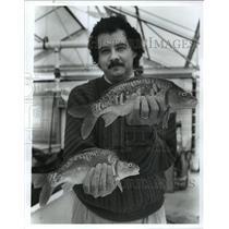 1992 Press Photo Alabama-Auburn Fish Research shows fish - abna09129