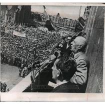 1964 Press Photo People Cheer De Gaulle As He addresses Mexico City Crowd