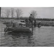 1956 Press Photo Henry Schlegel, Bernard Eiman, Willard Jenkins at Horicon Marsh