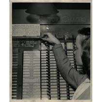 1947 Press Photo Voting Machines - RRW23001