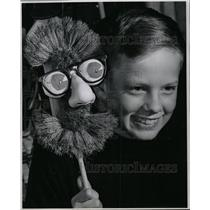 1965 Press Photo Kid With Puppet Dust Mop Character - RRW08481