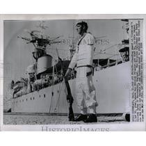 1959 Press Photo Stand Guard Cleveland Pier British Fir