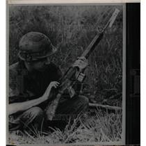 Press Photo M-16 military weapon - RRX74779