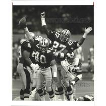 1987 Press Photo New Orleans Saints - Michael Adams & Antonio Gibson Celebrate