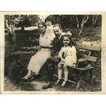 1934 Press Photo Chancellor Englebert Dollfuss shown with his family - sba20152