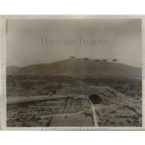 1940 Press Photo Mexican Army Air Service planes fly over Pyramid of the Sun