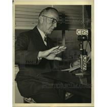 1942 Press Photo Captain Eddie Rickenbacker tells of his Pacific adventure