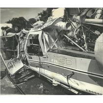 1971 Press Photo Officers Investigate Crashed Police Helicopter in Alabama