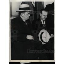 1931 Press Photo John Pingeree and Pat Roche Handcuffed - RRW78655