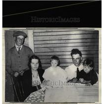 1934 Press Photo Mother of Quintuplets With Other Kids - RRW07727