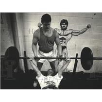 1991 Press Photo Mukwonago High weight instructor Brett Sadler with Damian Vertz