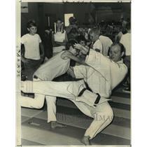 1870 Press Photo Bonnie Tauzier of Terrytown throws down judo instructor