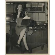 1941 Press Photo Gladys Transeau hired by Navy department to distribute mails