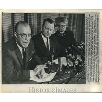 1961 Press Photo Dr. Milton S. Eisenhower discusses Fidel Castro's prisoner deal