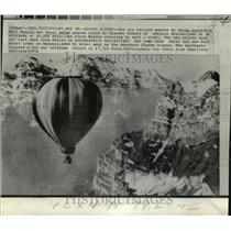 1974 Press Photo Hot Air Balloon by Swiss aeronauts Kurt Ruenzi & Ernst Amman