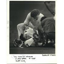 1986 Press Photo Seattle Seahawks Dan Dornink in Pain From Knee Injury