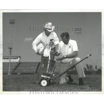 1980 Press Photo John Kincaid pours experimental fertilizer for Bullard, Alabama
