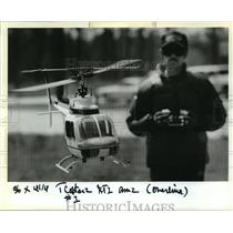 1989 Press Photo Victor Fontenot flying his Bell Jet Ranger model helicopter