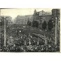 1930 Press Photo Poles demonstrating in Poznan against German speech - mjb90845
