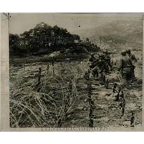 1951 Press Photo UN Troops Barbed Wire Seoul Defense - RRX63741