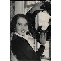 1932 Press Photo Betty White Hand Detroit Society Smile - RRW81943
