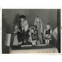 1941 Press Photo Variety of cultural dolls - hca17539