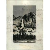 1940 Press Photo Flying Fortresses fly over the Yosemite Falls in formation