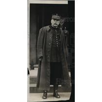 1922 Press Photo Marshal Joffre hero of the marm meets Pershing - nem53346