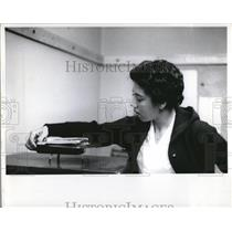 1960 Press Photo Althea Gibson Tennis Phonograph Show - RRQ08977