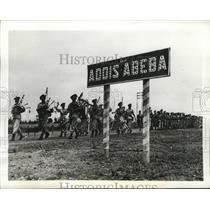 1942 Press Photo Transvaal Troops and bagpipers march into Addis Ababa