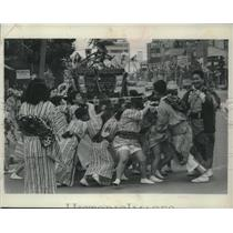 1963 Press Photo youngsters carry portable shrine through streets of Toyko