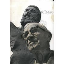 1972 Press Photo Fred Buettiker, sculptor, with Vulcan statute - abna22113