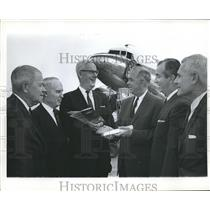 1965 Press Photo Doctor John E. Bryan, Educator, with Others - abna22544