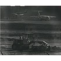 1988 Press Photo Construction beside runway at Birmingham Municipal airport