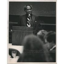 1987 Press Photo Civil Rights activist Abraham Woods speaks at YMBC - abna26043