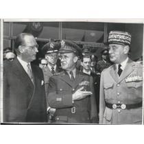 1955 Press Photo Gen. Hans Speidel, Brig. Gen. Henri Lehr and Alfred Gruenther
