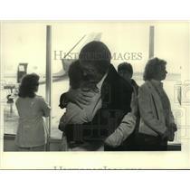 1984 Press Photo Lou Vamillo hugs Guy Yates at Albany, New York airport
