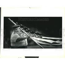 1992 Press Photo Associate Scout leader Roy Galliano Sr. raises flagpole