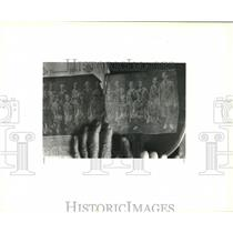 1992 Press Photo 70-year-old newspaper article of Agnes Friedman's Girl Scouts