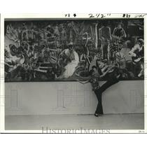 1975 Press Photo Suzanne Fosberg's mural unveiled at New Orleans Public Library