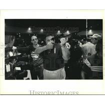 1990 Press Photo Jack Serio checks out 30/06 rifle at St. Bernard gun show.