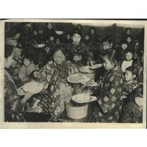 1925 Press Photo Grammar School Girls In Tokyo Attending Cooking Class