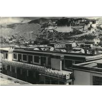 1965 Press Photo Lhasa Tibet new buildings with the ancient Potala Palace