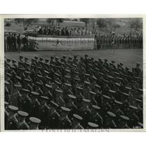 1943 Press Photo Airmen at the San Antonio Aviation Cadet Center pass review