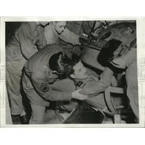 1943 Press Photo Capt. Gambetta crawls in the ball turret of the flying fortress