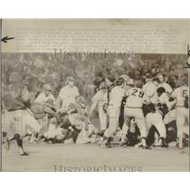 1975 Press Photo Dugouts clearing brawl - RRQ20111