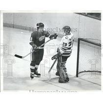 1978 Press Photo Colorado Rockies goalie fighting - RRQ20313