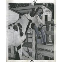 1947 Press Photo Olympic Diver Zoe Ann With Her Horse - RRQ21971