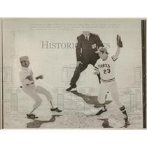 1974 Press Photo Dodgers Jimmy Wynn beat pickoff attemp - RRQ25453