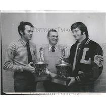 1974 Press Photo King Kevin Dave Manthey trophy award - RRQ25977